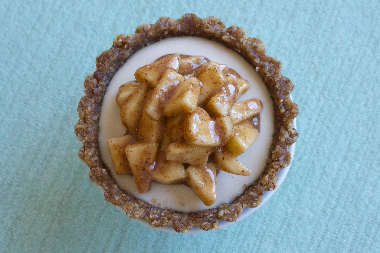 raw caramel apple tarts Gluten-Free, Paleo, Healthy Thanksgiving Recipes